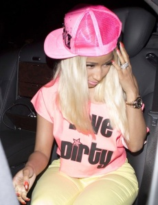 Nicki-Minaj-giant-ring